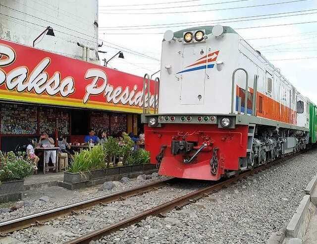 panorama kereta api bakso president malang
