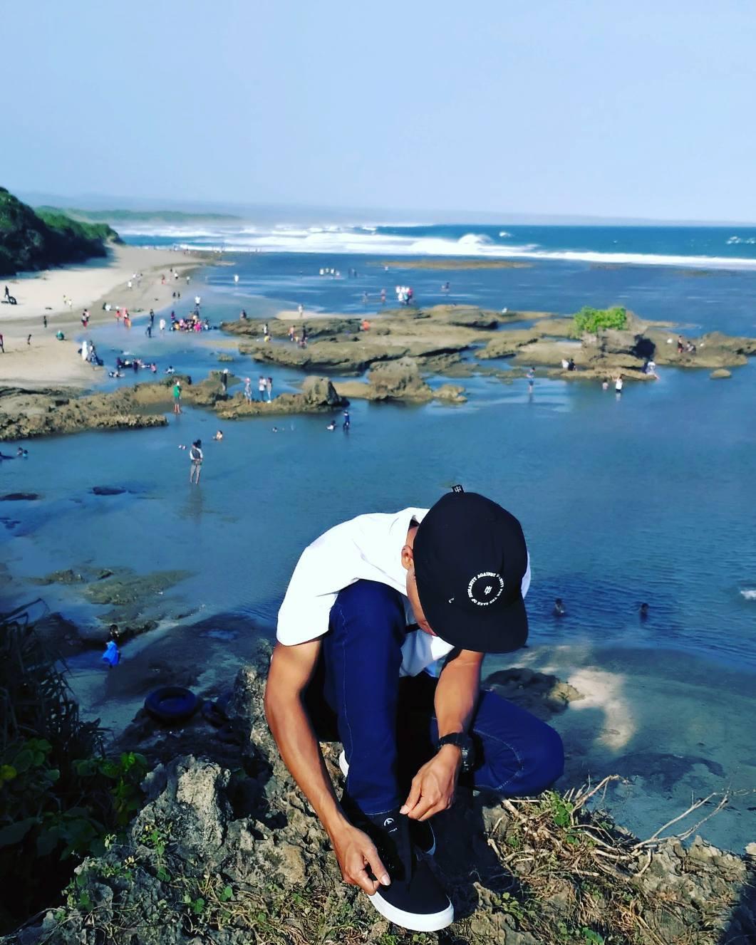 panorama pantai sayang heulang