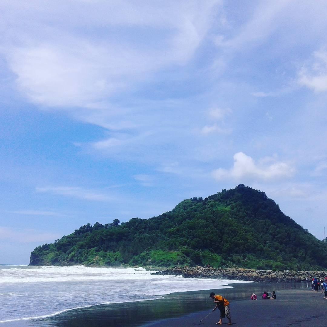 panorama pantai suwuk kebumen