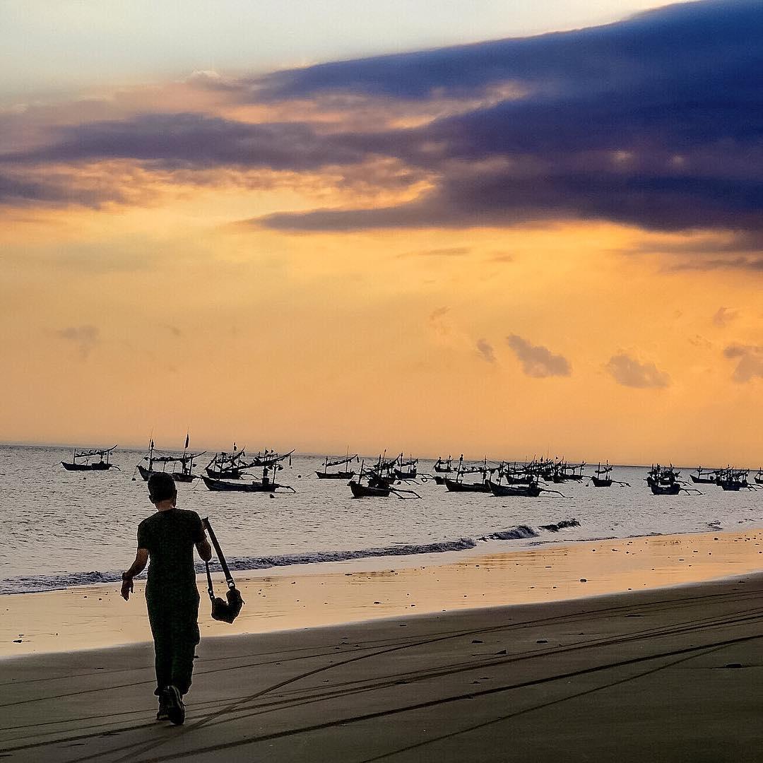 panorama sunset di pantai pebuahan jembrana bali