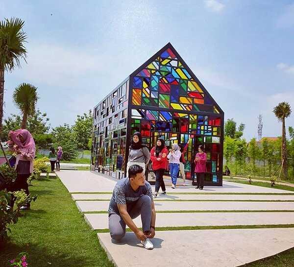 panorama taman mozaik wiyung surabaya