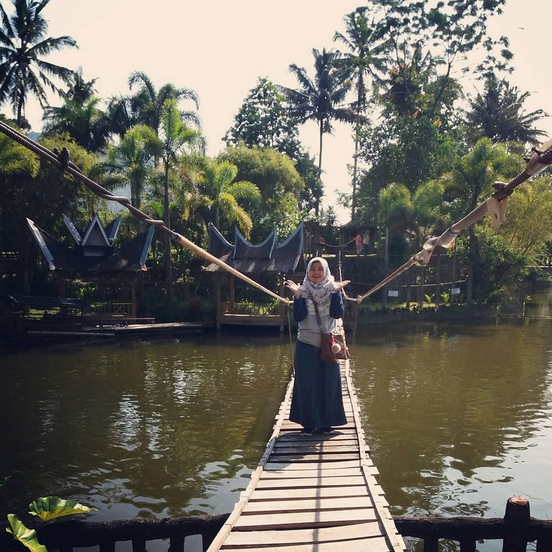 pemandangan alam di danau dariza resort