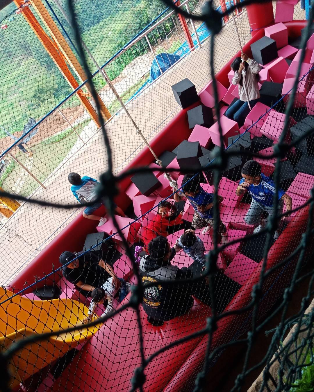permainan indoor di d'dieuland