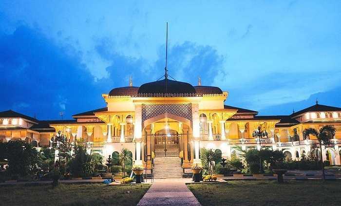 pesona keindahan istana maimun