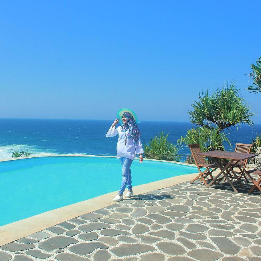 pesona keindahan kolam renang inessya resort