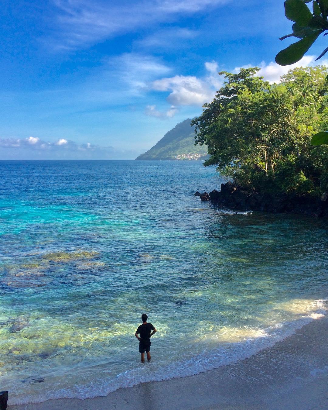 pesona keindahan pantai jikomalame ternate