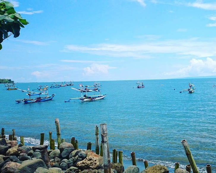 pesona keindahan pantai pebuahan jembrana bali