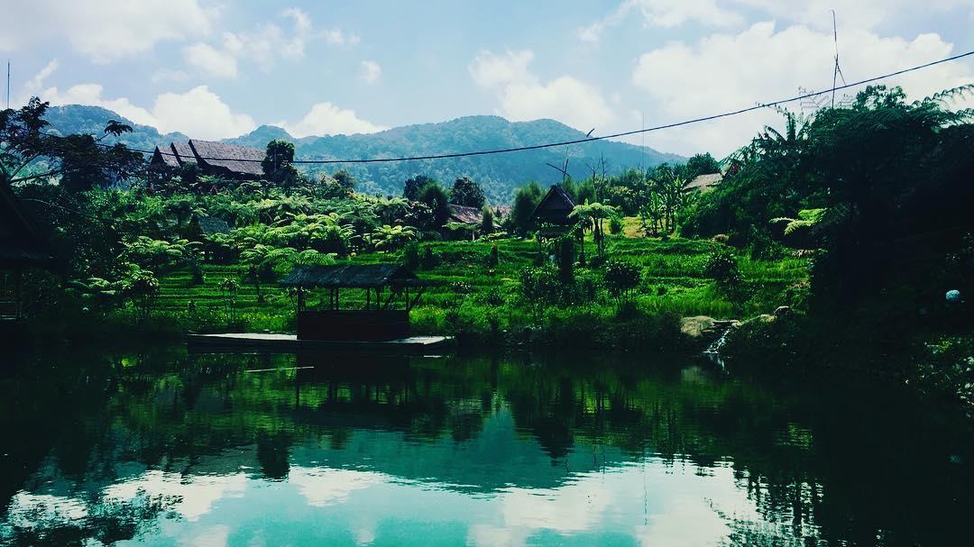 pesona keindahan situ di kampung budaya sunda paseban