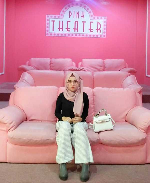 pink theater di this is me bandung