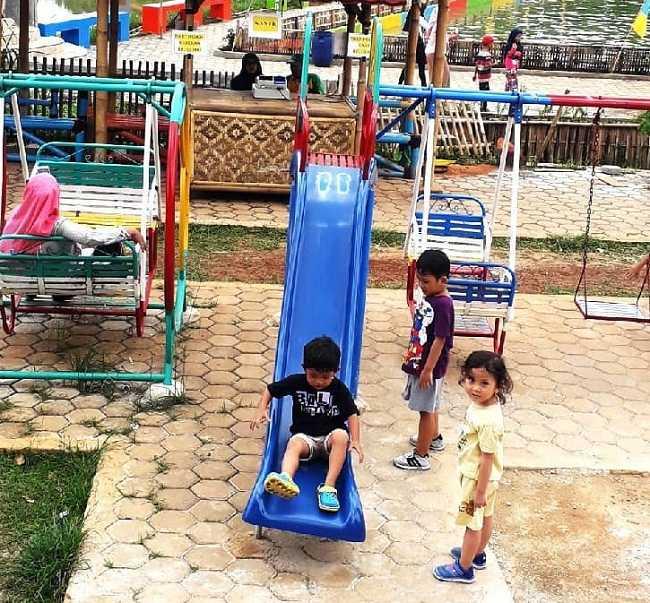 playground di taman herbal insani
