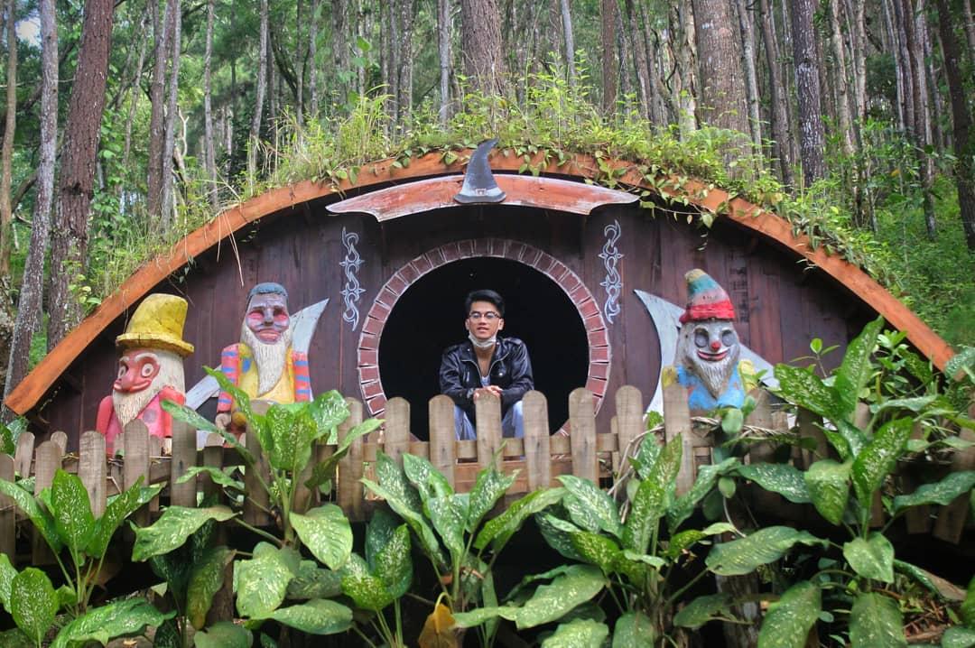rumah hobbit yogyakarta