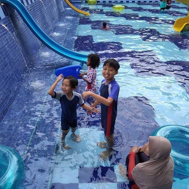 senangnya bermain air di danuwo waterpark