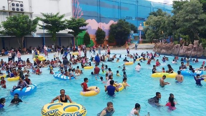 serunya menikmati wahana air di sun city waterpark madiun
