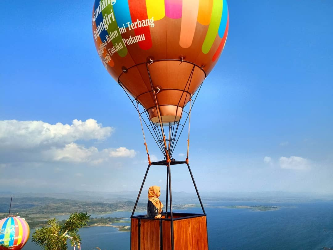 spot foto balon udara di watu cenik wonogiri