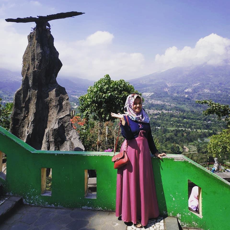 spot foto dengan background panorama pegunungan di katep pass