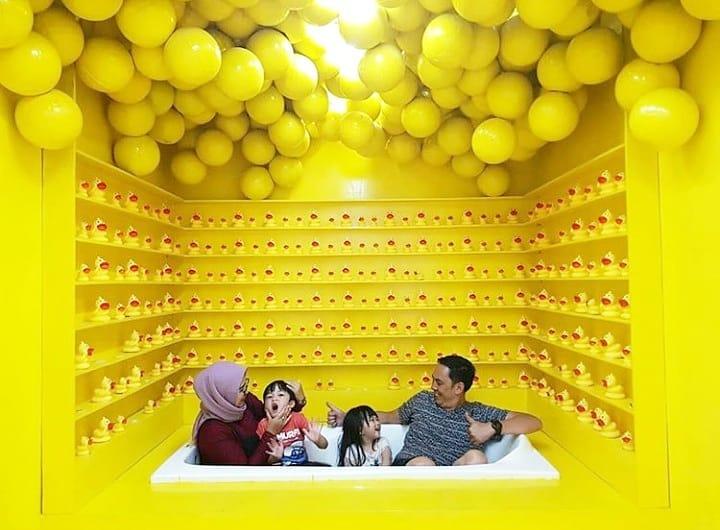 spot foto di centrum million balls bandung 1