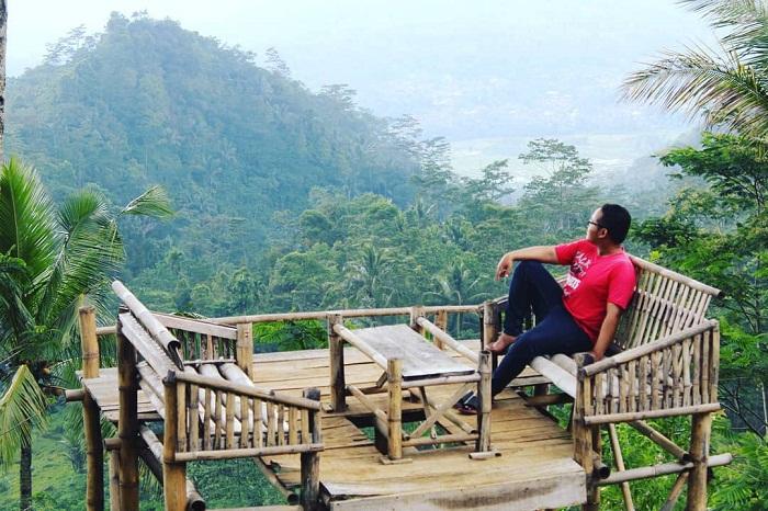 spot foto gardu pandang di wisata banyumili wonosalam jombang