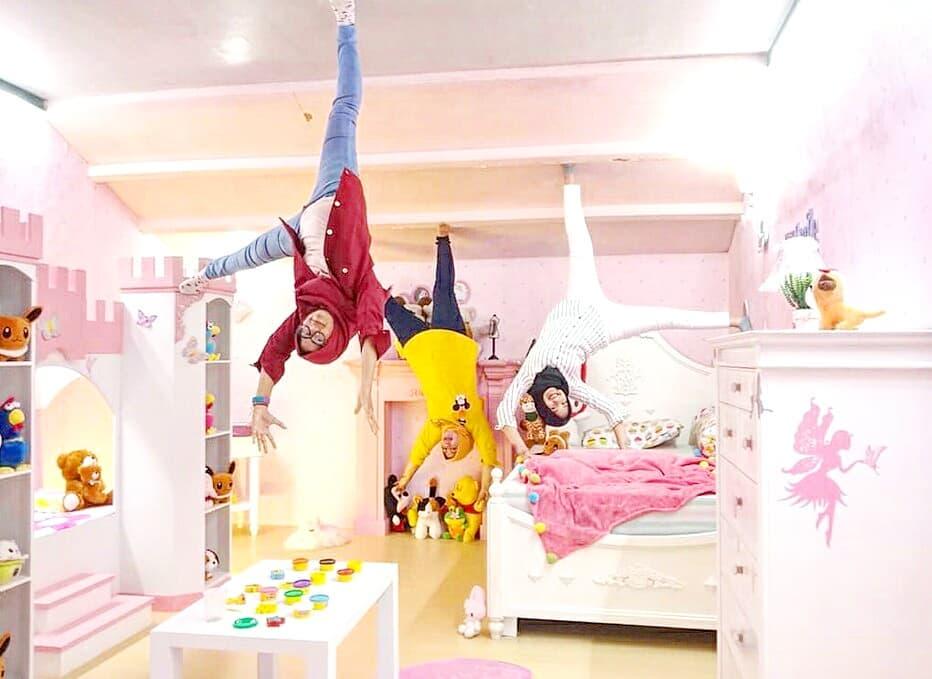 spot foto kamar tidur di upside down world medan