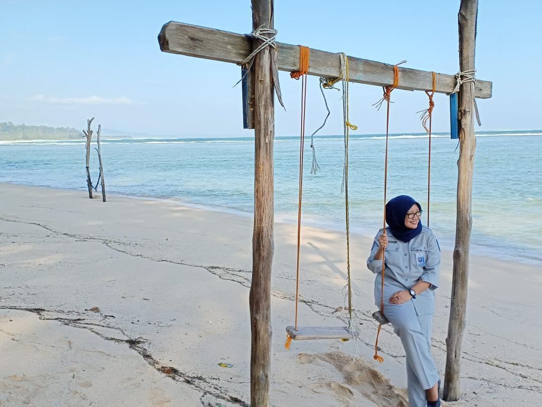spot foto keren ayunan di pantai laguna lembupurwo kebumen