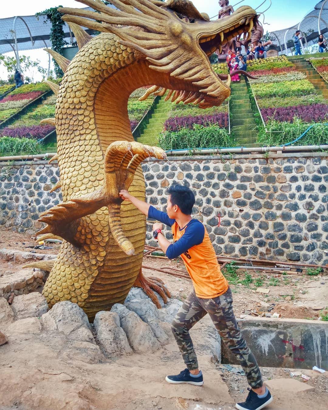 spot foto naga keren di watu gajah park semarang