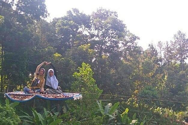 spot foto permadani terbang ala aladin di wana wisata pokland cianjur