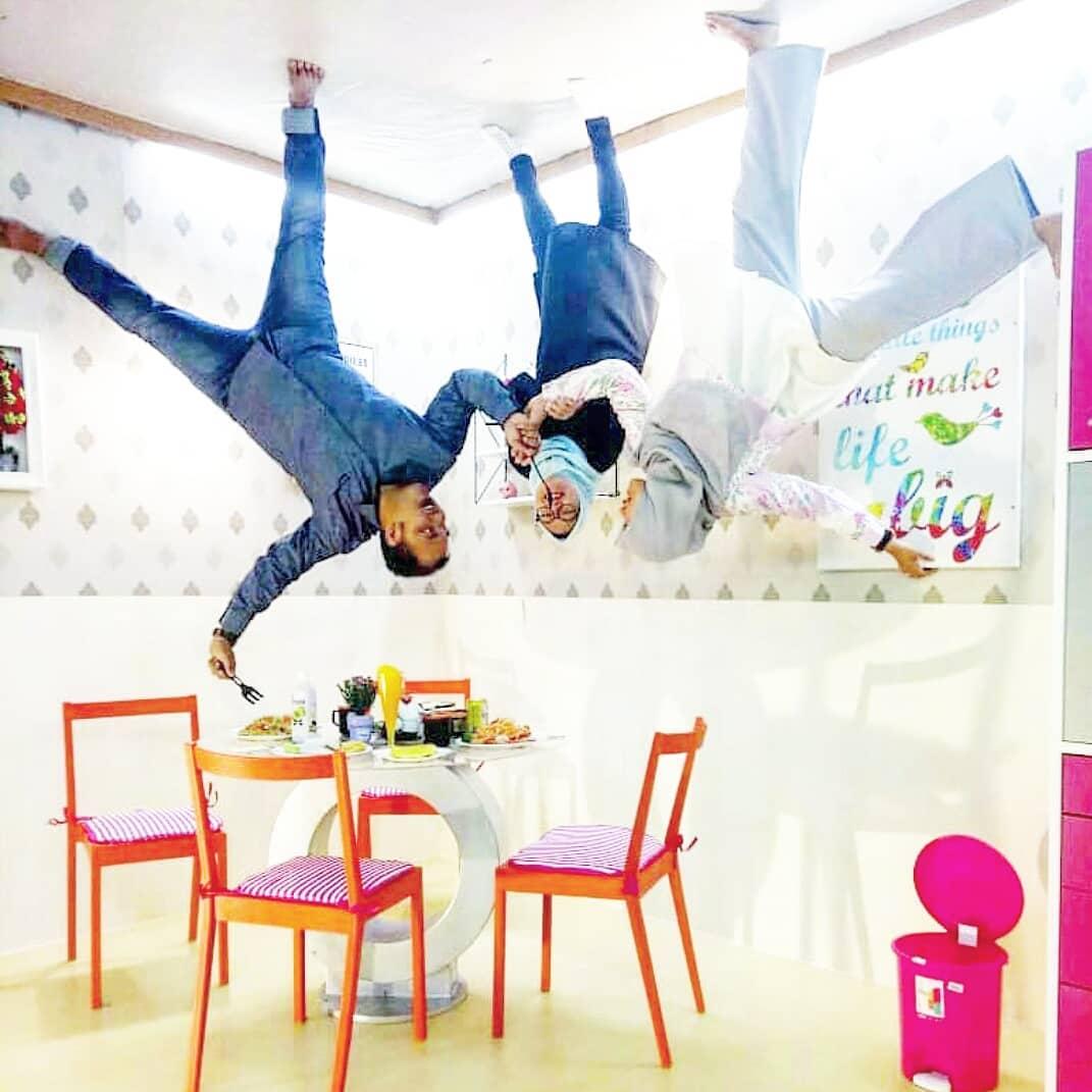 spot foto ruang makan di upside down world medan