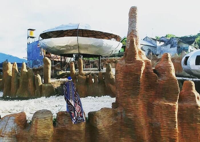 spot foto rumah alien di ufo park batu