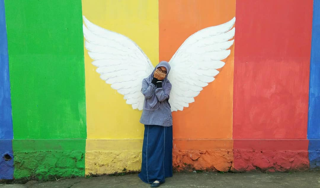 spot foto sayap burung di kampung warna warni mulyosari tulungagung