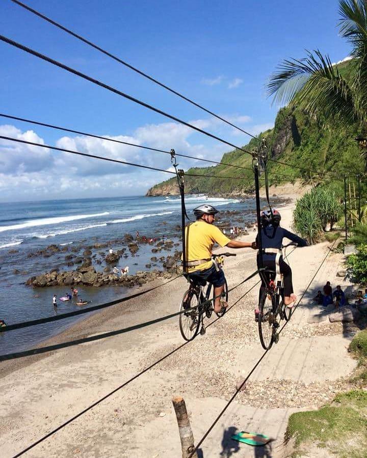 spot foto skybike di pantai menganti