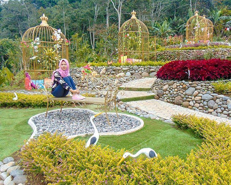 spot foto taman bunga di king garden bandungan