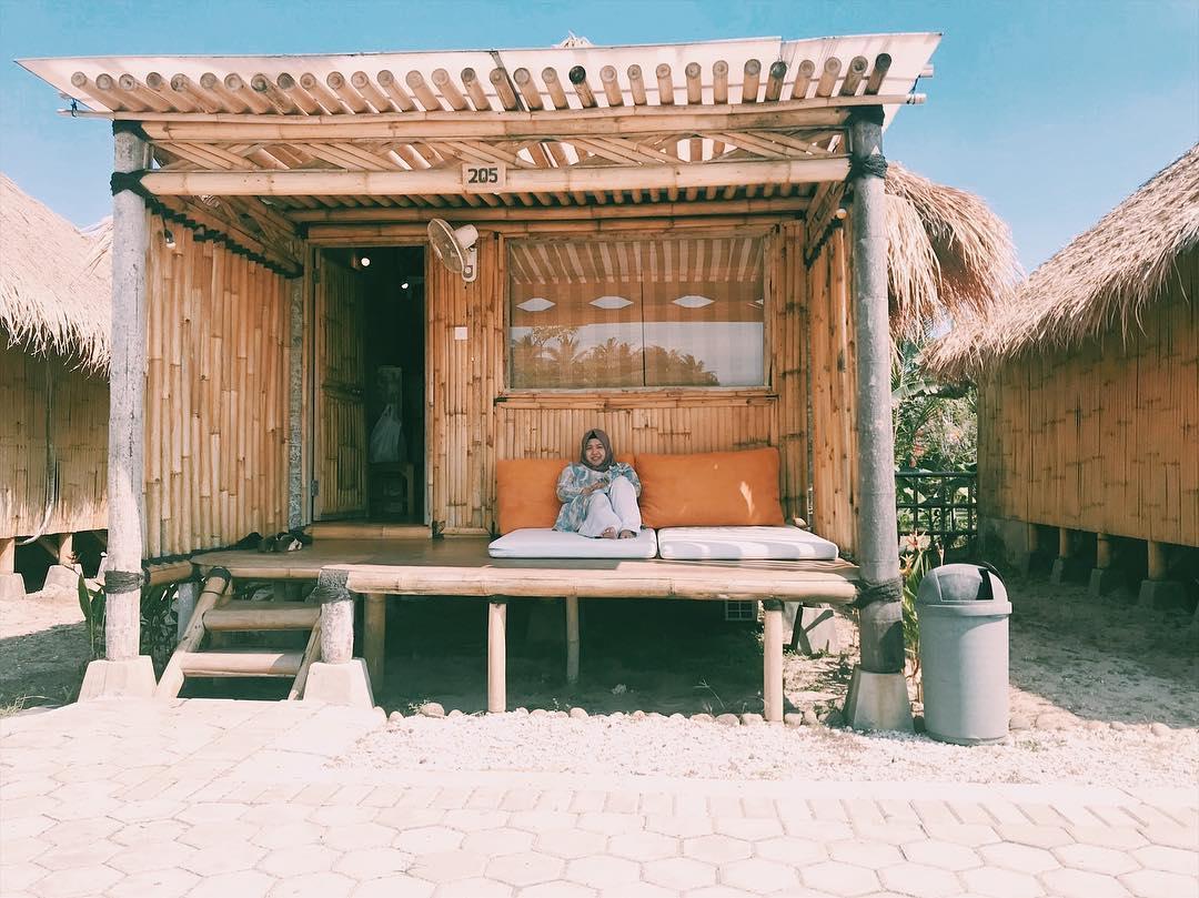spot gardu untuk bersantai di coconut island carita labuan pandeglang