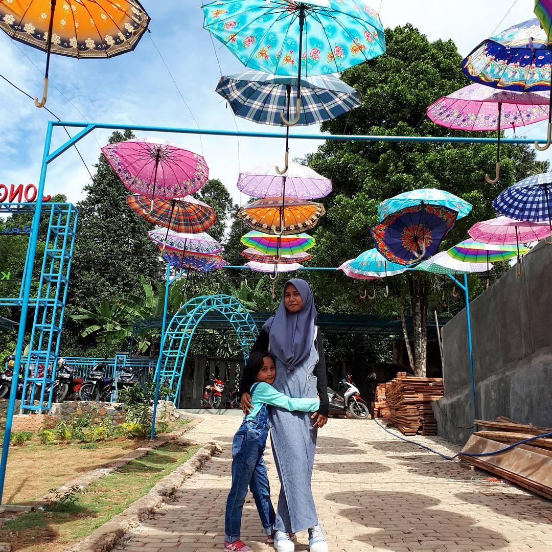 spot payung warna warni di jonggol garden