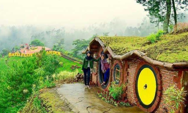 spot rumah hobbit coban rais