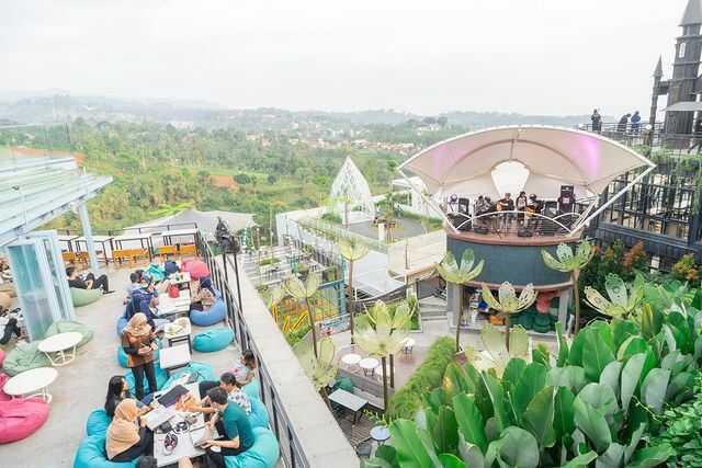 suasana cakrawala sparkling nature restaurant bandung
