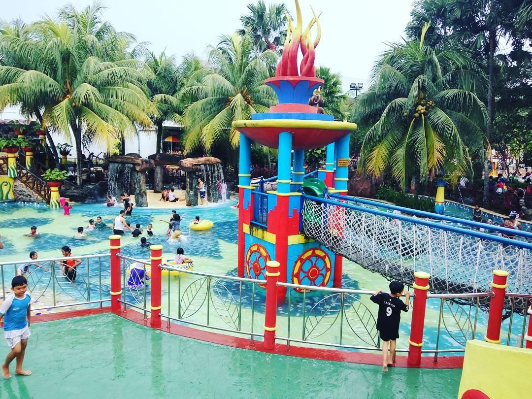 suasana di citra raya waterpark
