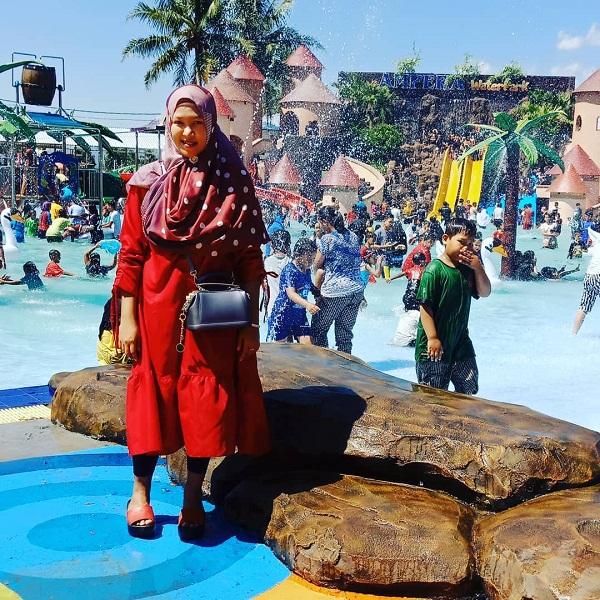 suasana liburan di ampera waterpark tasikmalaya