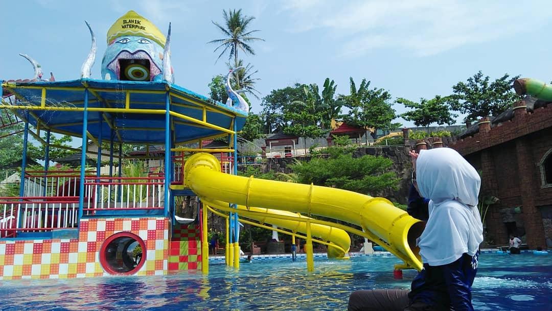 wahana air di slanik waterpark lampung