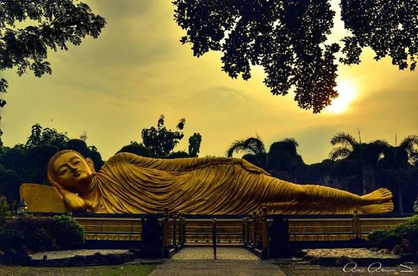 Mahavihara Majapahit (Patung Budha Tidur)