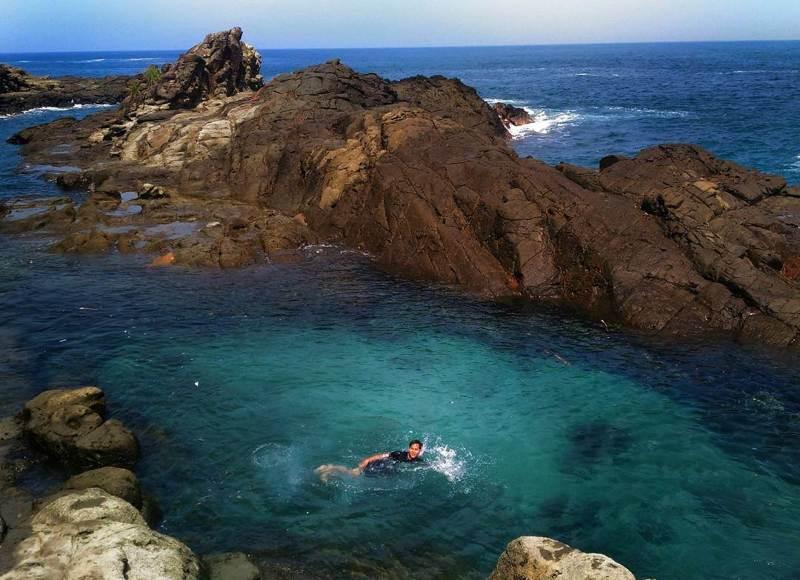 Rasakan Sensasinya Berenang Di Kolam Tepi Pantai Wediombo