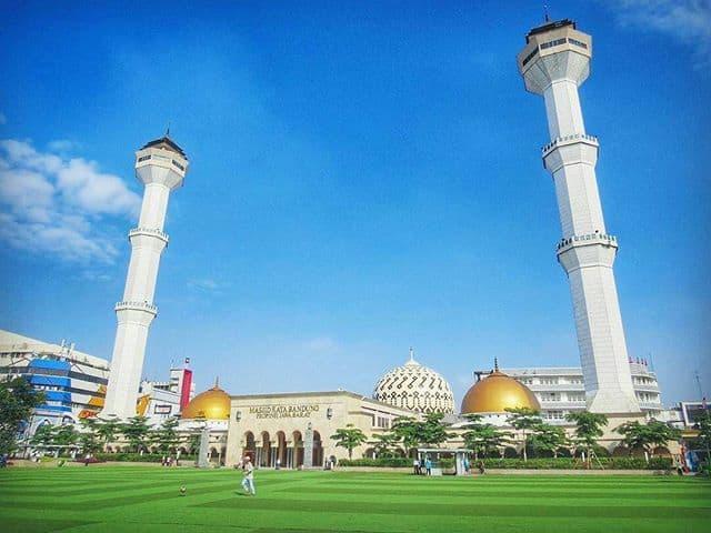 tempat wisata dekat stasiun bandung masjid raya bandung- alun alun bandung