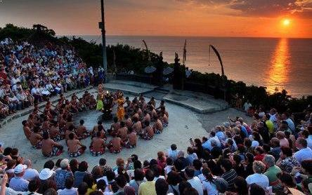 Wisata Seni Tari Kecak Uluwatu Di Bali