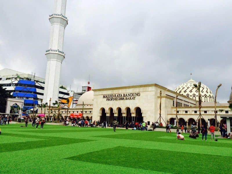 tempat wisata dekat stasiun bandung masjid raya bandung-alun alun bandung