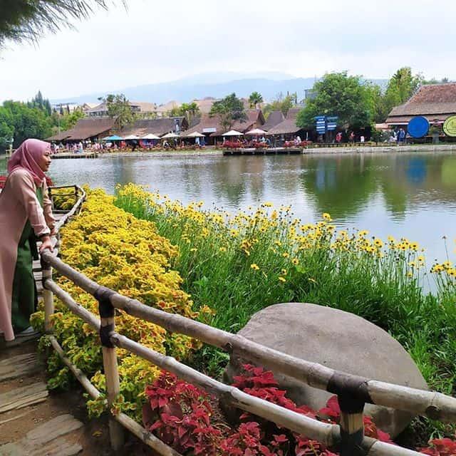 tempat wisata romantis bandung floating market lembang
