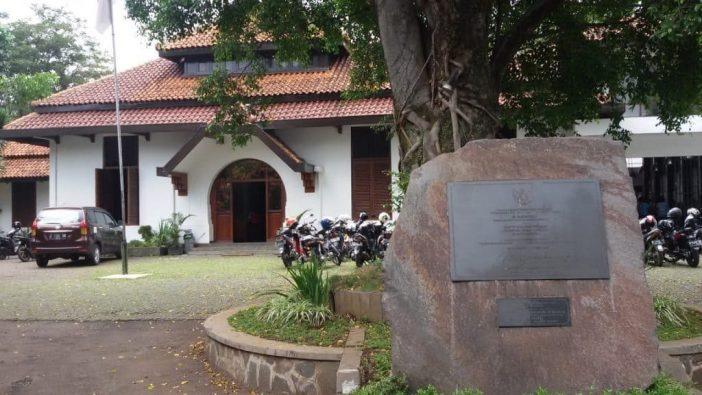 tempat wisata dekat stasiun bandung gedung indonesia menggugat