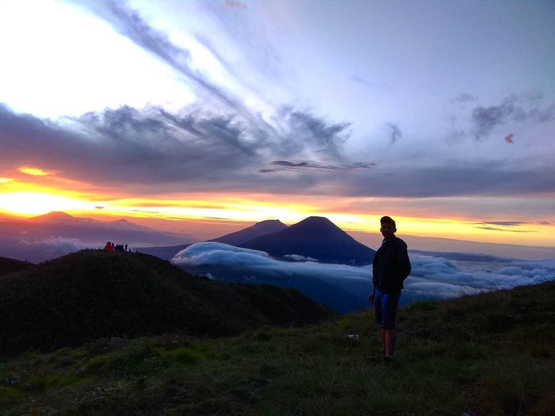 gunung prau bukit teletubbies