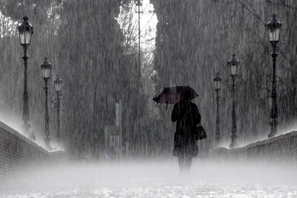 Baca Ini saat Hujan! Doa Turun Hujan Beserta Arti Lengkapnya