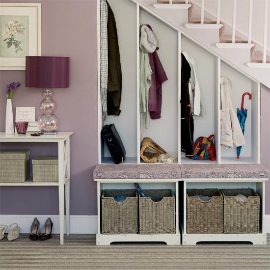 Open closet gantung dengan model tangga