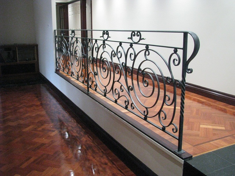baluster logam